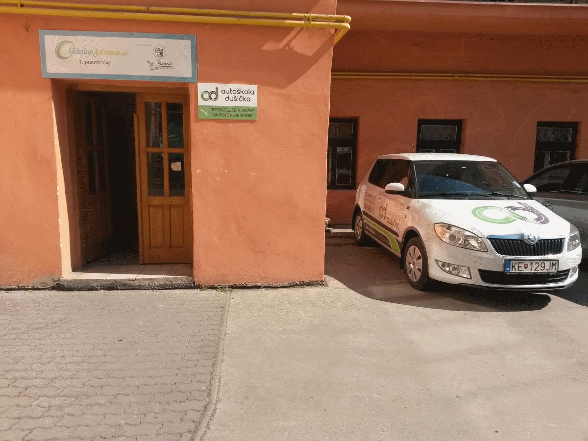 Sídlo autoškoly dušička oproti Dargovu blízko Auparku, Košice